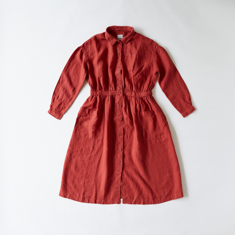 いろいろの服「アトリエシャツワンピース」(レッド) 16,200円(税込)