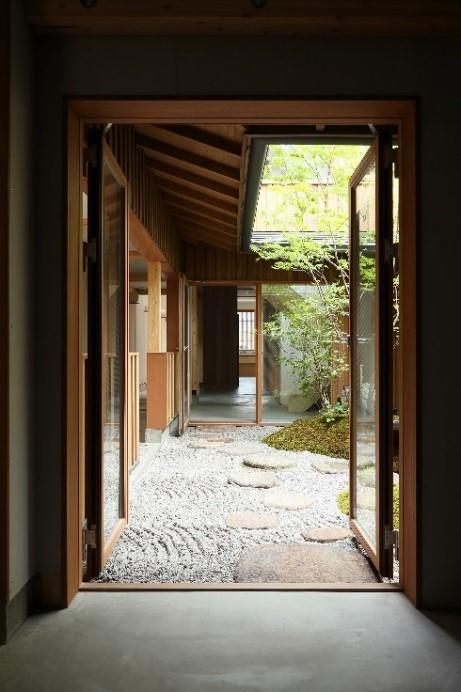 国産杉材を利用した京都東山のデザインホステル「器