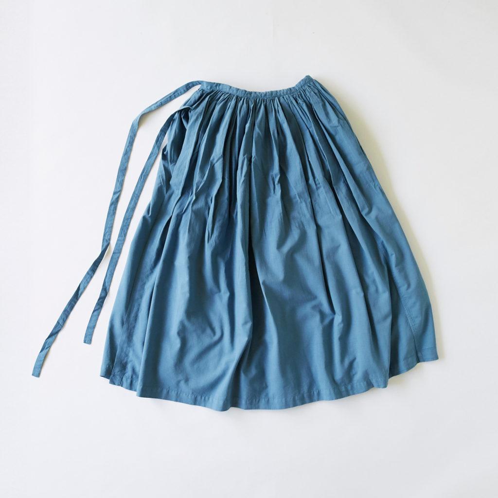 いろいろな服「ギャザー エプロン」(ブルーグレー) 8,640円(税込)