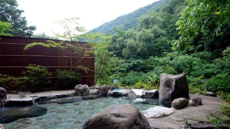箱根の山々に囲まれた、渓流沿いの温泉旅館「雉子亭 豊栄荘」
